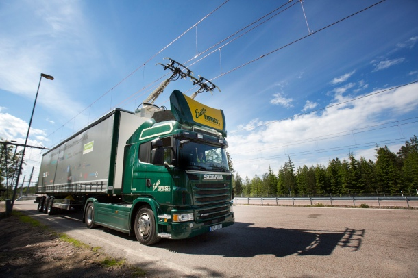 Electric road hybrid truck, Scania G 360 4x2 (Hybrid Truck with Siemens pantograph on the roof) Gävle, Sweden Photo: Tobias Ohls 2016